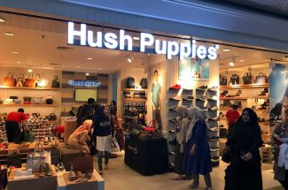 Hush Puppies juga menawarkan program End Of Season Sale (EOSS) dan Special Price.