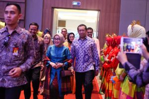 Mufidah Jusuf Kalla Buka Charit Fashion Show di Four Point Makassar.