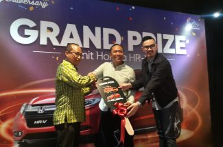 Penyerahan Grand Prize 1 Unit Mobil Honda HR-V diserahkan langsung Djatmiko Wardoyo, Director Marketing and Communication Erajaya Group di Nipah Mall Makassar, Selasa 26 Februari 2019.