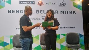 Mulawarman selalu Head of Regional Corporate Affairs for East Indonesia Gojek didampingi Farah Dini Novita selalu CO CEI Jouska Indonesia. (foto:djournalist).